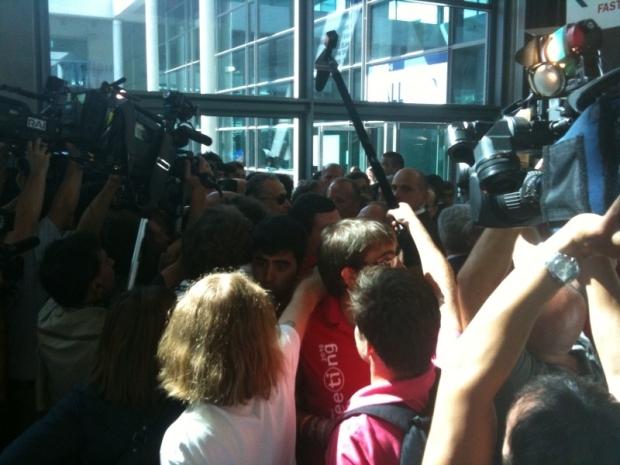 L'assedio dei giornalisti