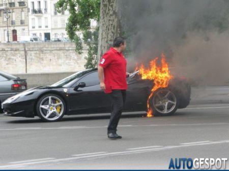 La Ferrari 458 fa fuoco e fiamme