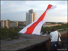 bandiera bielorussa vietata