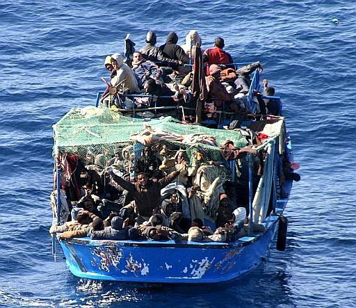Un barcone di migranti
