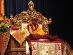 Il Dalai Lama ascolta