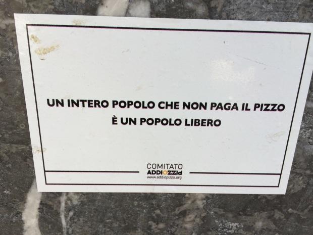 Adesivi di AddioPizzo fotografato a Palermo