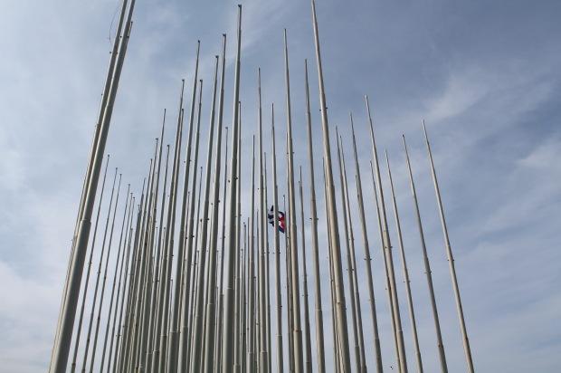 I pali che sostenevano le bandiere cubane